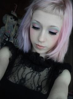 Cute pastel goth hair and makeup with baby bangs!