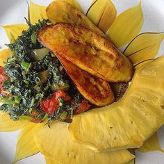 This should be breakfast! via @siobhanrene #Breadfruit #callaloo #plantains ━━━━━━━━━━━━━━━━━━━ See what you missed on @viewjamaica. ━━━━━━━━━━━━━━━━━━━