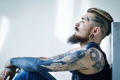 Stretched ears and tattoos Los Mejores Tattoos, Bearded Tattooed Men, Tattooed Man, Inked Men, Inked Guys, Facial Piercings, Beard Tattoo, Tattoo Ink, Ear Gauges
