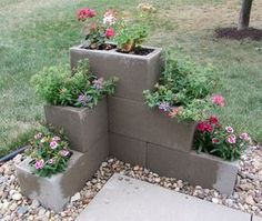 Easy And Inexpensive Cinder Block Garden Ideas 06340 - front yard landscaping ideas Lawn And Garden, Garden Beds, Herb Garden, Easy Garden, Spring Garden, Simple Garden Ideas, Cheap Garden Ideas, Inexpensive Backyard Ideas, Garden Walls