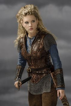 Katheryn Winnick as Lagertha in Vikings. Viking Cosplay, Viking Costume, Vikings Tv Series, Vikings Tv Show, Larp, Katheryn Winnick Vikings, Lagertha Lothbrok, Vikings Halloween, Vikings Season