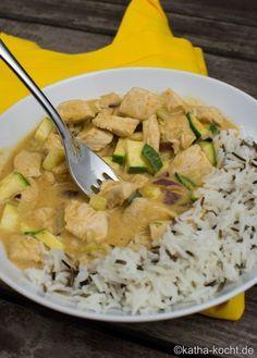 Hähnchencurry mit Zucchini und Reis - Katha-kocht!