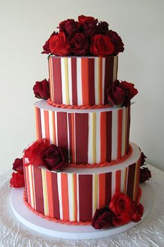 Beige and Red wedding cake Gorgeous Cakes, Pretty Cakes, Amazing Cakes, Beautiful Desserts, Wedding Cake Red, Wedding Cake Designs, Wedding Ideas, Cupcake Cakes, Cupcakes