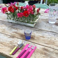 Easy garden party ideas - how to transform your garden into a magical space for a summer party.Tips, ideas and inspiration. Greenhouse Gardening, Gardening Tips, Garden Party Decorations, Table Decorations, Vintage Garden Parties, Easy Garden, Summer Parties, Floral Arrangements, Party Ideas
