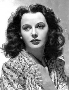 Hedy Lamarr,attrice e scienziata, a lei si deve lo sviluppo della telefonia mobile