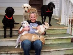Famous   Miranda Lambert with some of her dogs.