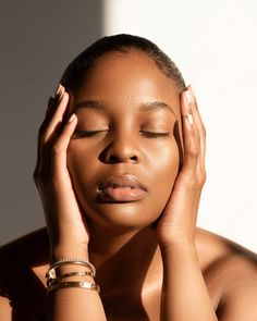 Face Aesthetic, Beige Aesthetic, Nose Makeup, Melanin Skin, Magazine Photos, Black Skin Care, Minimalist Beauty, Acne Spots, Black Lips