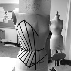 Behind the scenes fashion design - making a corset - fashion studio; Meme Costume, Clothing Patterns, Sewing Patterns, Draping Techniques, Estilo Dark, Couture Sewing Techniques, Pattern Cutting, Pattern Making, Sewing Lingerie