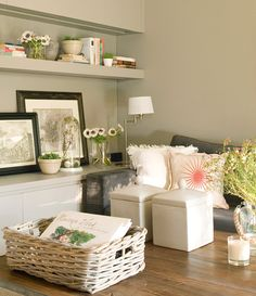 7 estancias con todo en el mínimo espacio · ElMueble.com · Escuela deco Family Room, Sweet Home, New Homes, Dining Room, Throw Pillows, Bed, House, Furniture, Salons