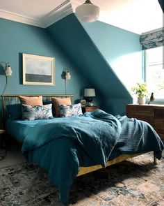 Relaxed teal bedroom Tone on tone bedroom. Earthborn Polka Dot walls and matching teal bed linen are Modern Bedroom, Teal Rooms, Home Bedroom, Teal Master Bedroom, Blue Bedroom, Teal Bedroom Decor, Bedroom Green, Gold Bedroom, Bedroom Color Schemes