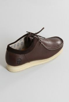 The Clarks Originals shoes collection is available on our online site: Desert Boot shoes, Desert London shoes, Trigenic flex nubuck. Clarks Shoes Mens, Mens Shoes Boots, Shoe Boots, Custom Jordans, Bright Shoes, Clarks Originals, Desert Boots, Mens Fashion Shoes, Clark Shoes