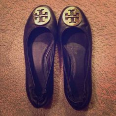 Tory burch flats! Price reflects authenticity! Size 8, can be a little bigger than that too! Still in clean condition :) Tory Burch Shoes Flats & Loafers