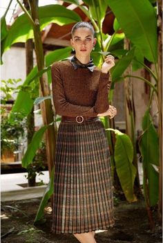 Sanne de Roo for DLa Repubblica delle Donne Italia ~ Holland ~ by Nadia Moro Pleated Skirt Outfit, Sexy Skirt, Skirt Outfits, Dress Skirt, Midi Skirt, Pleated Skirts, Tartan Fashion, Skirt Fashion, Fashion Outfits