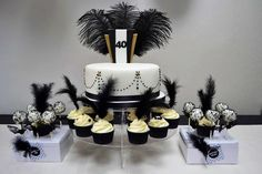 Cake and feather in cupcakes Great Gatsby Cake, Party Like Gatsby, Gatsby Themed Party, 1920s Party, Gatsby Wedding, Gatsby Style, 60th Birthday Party, Sweet 16 Birthday, Birthday Ideas