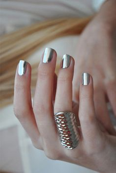 ♥ Pinterest: DEBORAHPRAHA ♥ chrome silver nails