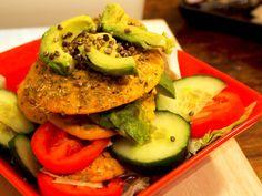 Suolaiset proteiiniletut Salmon Burgers, Avocado Toast, Breakfast, Ethnic Recipes, Food, Morning Coffee, Salmon Patties, Eten, Meals