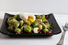 For this easy lunch recipe I combine pomegranate seeds with bacon and brussel sprouts for a quick and easy (home) office lunch. The whole dish is made within 20 mins. Egg Benedict, Sprouts With Bacon, Pomegranate Seeds, Bacon Egg, Poached Eggs, Lunch Recipes, Dishes, Vegetables, Healthy