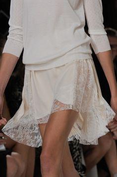 Défile Nina Ricci Prêt-à-porter Printemps-été 2014 - White lace
