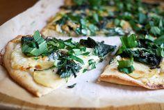 Pizza bianca med ramsløg og spinat