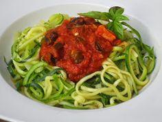 Espaguetis de calabacín a la putanesca Ana Sevilla con Thermomix Spaghetti, Yummy Food, Tasty, What To Cook, Food To Make, Paleo, Veggies, Low Carb, Cooking