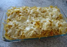 1. Corte o peito de frango em cubos2. Faça-o com molho na panela3. Tempere a gosto4. Depois de pronto acrescente o creme de leite e mexa bem5. Em um refratário coloque uma camada do frango6.