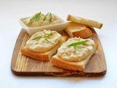 Orice masă festivă este incompletă fără aperitive. Astăzi echipa Bucătarul.tv îți oferă o rețetă delicioasă, fină și ușoară, care se și prepară foarte simplu. Pateul de ouă este o idee excelentă pentru un aperitiv versatil, întrucât poate fi servit atât ca umplutură pentru clătite sau coșulețe, cât și simplu – uns pe pâine. Este un …