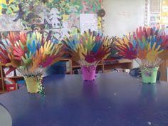 Give them a hand bouquet! For leaving teachers from the children. Teacher Thank Yous, Ot Month, Farewell Gifts, Presents For Teachers, Hand Bouquet, Teacher Appreciation Week, Preschool Crafts, Flowers, Diy