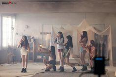 """Mnet Special: ""Time For The Moon Night"" MV Shooting Behind the Scenes"" South Korean Girls, Korean Girl Groups, Gfriend Album, Gfriend Profile, Kim Ye Won, Jung Eun Bi, Cloud Dancer, Summer Rain, G Friend"
