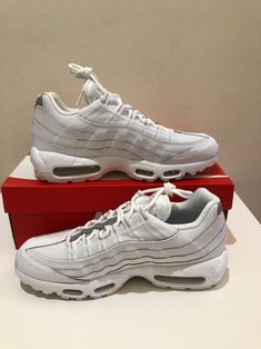 2010 NIKE AIR MAX 95 WHITE COMET RED COOL GREY BLACK DAY 90 609048 100 Sz 11.5 884500240520 | eBay