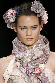 Louis Vuitton Spring 2007 Ready-to-Wear Fashion Show Details Liberty Art Fabrics, Liberty Of London Fabric, Liberty Print, Diy Fashion, Fashion Show, Marc Jacobs Jewelry, Hair Ornaments, French Fashion, Designer Collection