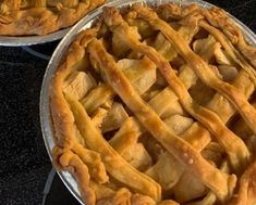 Recette: Tarte aux pommes et son caramel. Apple Recipes, Cheesecakes, Apple Pie, Biscuits, Dessert Recipes, Food And Drink, Sweet, Flat Cakes, Pastries