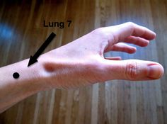 Lung 7 is a point for treating cough sore throat chills and fever nasal congestion headache and stiff neck. Just press the point firmly or use a circular motion to massage the area. Acupuncture Benefits, Acupuncture Points, Massage Benefits, Acupressure Points, Reflexology Points, Acupressure Massage, Acupressure Treatment, Stiff Neck Remedies, Mudras