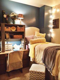 Reclaimed pallet wood shelves for dorm room
