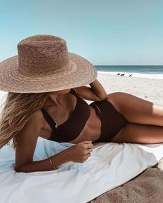 Cali beach days with and our Stonewash Bath Towel - currently off! Hurry, stock is limited. Summer Chic, Happy Summer, Summer Beach, Summer Vibes, Fedora Beach, The Beach People, Beach Poses, Summer Aesthetic, Summer Photos