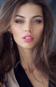 Christmas Makeup Looks Ideas - Beauty Women Most Beautiful Faces, Gorgeous Eyes, Pretty Eyes, Simply Beautiful, Gorgeous Women, Girl Face, Woman Face, Christmas Makeup Look, Pretty Woman