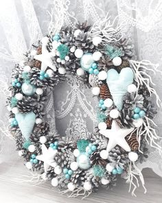 Fresh Christmas Wreaths 2018 Uk Christmas Decorations In Fort Lauderdale Christmas Advent Wreath, Silver Christmas Decorations, Noel Christmas, Holiday Wreaths, Frozen Christmas, Winter Wreaths, Spring Wreaths, Summer Wreath, Holiday Crafts