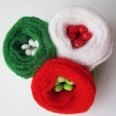 Felt Crafts, Easter Crafts, Baba Marta, Tissue Paper Flowers, Textiles, Felt Art, Baby Shoes, Projects To Try, Monogram