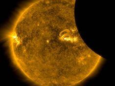 L'observatoire dynamique solaire (SDO) de la NASA a photographié la Terre passant devant le Soleil. Un phénomène céleste nommé transit par les astronomes.