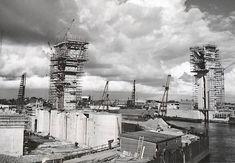 1957. Januari, de torens bijna op hoogte.