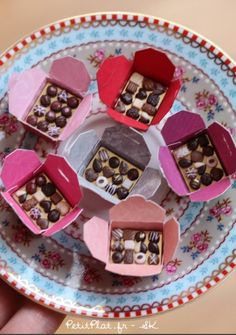 Miniature box of chocolats and praline | PetitPlat