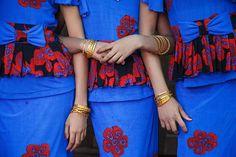Festival girls - Pakokku Myanmar by Maciej Dakowicz Festival Girls, Festival Dress, Street Photographers, Red And Blue, Blues, Creative, Photography, Mayo, Om