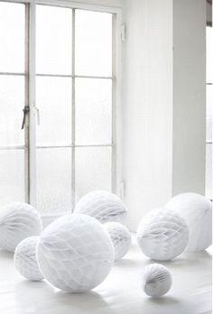 Pretty white pompom like balls for decorating.