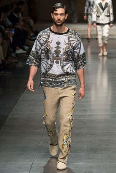 http://www.style.com/slideshows/fashion-shows/spring-2016-menswear/dolce-gabbana/collection/26