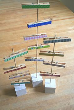 30 DIY ideas for crafting with clothespins- 30 DIY Ideen fürs Basteln mit Wäscheklammern tinkering with clothespins diy ideas decorating ideas make themselves stapler - Picture Holders, Photo Holders, Craft Show Displays, Photo Displays, Diy Deco Rangement, Diy For Kids, Crafts For Kids, Home Crafts, Diy And Crafts