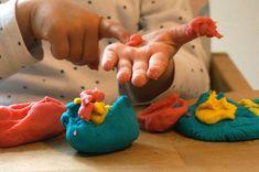 So macht man Knete selbst – DIY für kleine Künstler