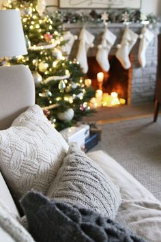 Favorite Christmas House Tours from Around The Internet
