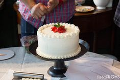 European Buttercream Frosting + a lesson with Chef Frederick Aquino - Total Noms Fondant Cupcakes, Cake Icing, Cupcake Cakes, Eat Cake, Lemon Buttercream Frosting, Frosting Recipes, Oreo, Vegan Wedding Cake, Cake Decorating Classes