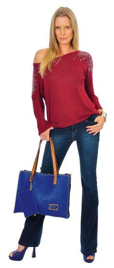 A produção de hoje é para quem já está de olho no final de semana.  Calça jeans, blusa vermelha com aplicação e tachas e para finalizar este peep toe lindo da Vizzano.    Agora é só escolher a festa!