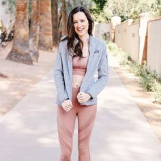 This is basically what bundling up looks like in Arizona  All the details on this athletic look in my bio #aloyoga #workoutwear #sundayfunday #winterwhat #springishere