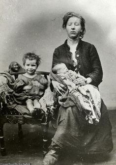 Vintage Children Photos, Vintage Pictures, Old Pictures, Time Pictures, Victorian Life, Victorian Photos, Victorian History, Tudor History, Photos Du